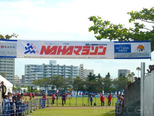NAHAマラソンは走らない人も楽しめる大会!宴会モードのマラソン大会